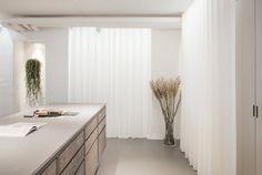 The Danish flooring company Dinesen and cabinetmaker Garde Hvalsøe have opened the doors to a new showroom in the historic landmark buil. Metal Daybed, Showroom Design, Bespoke Kitchens, Basement Flooring, Ceiling Decor, Bespoke Design, Step Inside, Retail Design, Interior Design Kitchen