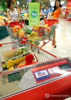 Megamarts like Homeplus (pictured) are some of the best places to shop for groceries in Korea! More grocery tips here: http://amzn.to/HQeH1B