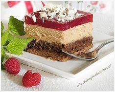 Sernik czekoladowy z kremem wafelkowym i musem malinowym