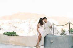 #weddingsingreece Santorini Wedding, Chic Wedding, Boho Chic, Bride, Couple Photos, Wedding Dresses, Wedding Bride, Couple Shots, Bride Dresses