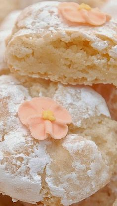 italian christmas cookies Fabulous Italian Amaretti Cookie Recipe By Pink Piccadilly Pastries.These wouldnt last at all long here - theyd be devoured within seconds! Amaretti Cookie Recipe, Amaretti Cookies, Chewy Almond Cookies Recipe, Gluten Free Almond Cookies, Shortbread Cookies, Yummy Cookies, Cupcake Cookies, Cookies Soft, Sugar Cookies