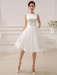Kurzes Brautkleid in Elfenbeinfarbe