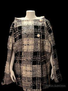Capa de Chanel con cuello chimenea