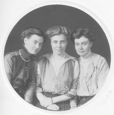 Duchess Thyra of Cumberland's daughters by Hirsch EB X 2 detint Ernst August, Royal Photography, Danish Royals, Princess Caroline, Belle Epoque, Royalty, Sisters, Christian, Poses