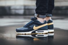The Nike Air Max BW Premium is offered in a new Armory Navy colorway for Spring Find it at select Nike stores now. Sporty Outfits, Winter Outfits, Cute Outfits, Fashion Outfits, Fitness Outfits, Workout Outfits, Nike Free Shoes, Nike Shoes, Fashion Models