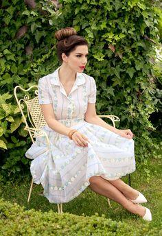 Vaso Laskaraki in Vassilis Emmanuel Zoulias Fifties Fashion, Actors, Lady, Celebrities, Womens Fashion, Beauty, Vintage, Greece, Style