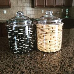 Creative ways unique organized food storage 3 – fugar Kitchen Pantry Design, Kitchen Jars, Home Decor Kitchen, Interior Design Kitchen, Kitchen Ideas, Kitchen Organization Pantry, Home Organisation, Organized Pantry, Food Storage Organization