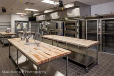 Bakery Kitchen Design never ever walk out types. Bakery Kitchen Design could be ornamented in a number of ways each furniture Cake Shop Design, Coffee Shop Design, Bakery Design, Küchen Design, Store Design, Bakery Kitchen, Home Bakery, Restaurant Kitchen, Restaurant Design