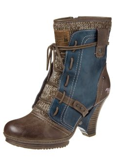 Roll down some of the more versatile Mustang women's ankle boots to reveal their…