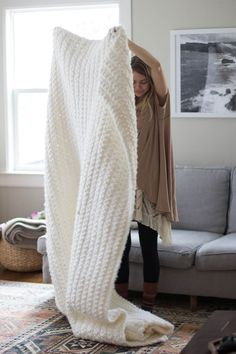 oooh! This is SO pretty! DIY: super chunky simple blanket