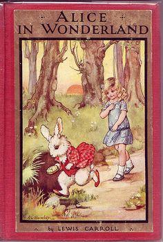 Alice no Pais das Maravilhas ilustrado por A. L. Bowley publicado em 1927. A impressão da primeira edição de Alice no País das Maravilhas foi em 1865.