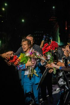 Harry Styles Live on tour New York City Two Harry Styles Updates, Harry Styles Fotos, Harry Styles Mode, Harry Styles Pictures, Harry Edward Styles, One Direction Updates, Liam Payne, This Man, Louis Tomlinson