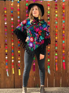 Source by mexicana Mexican Fashion, Mexican Outfit, Mexican Dresses, Mexican Style, Mexican Traditional Clothing, Traditional Outfits, Mexican Clothing, Curvy Outfits, Casual Outfits