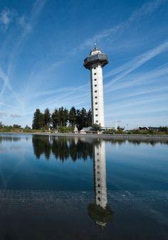 Von der Aussichtsplattform des Hochheideturms in #Willingen lässt sich ein atemberaubender Blick über das Hochsauerland genießen. | Foto: Y-SiTE