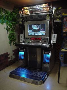 Beatmania IIDX Distorted 13th Style with E-amusement card readers