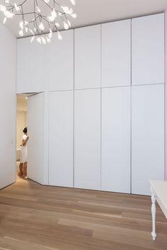 Since 1998 the Web Atlas of Contemporary Architecture Smart Home Design, Home Room Design, Bathroom Interior Design, House Design, Small Room Bedroom, Bedroom Decor, Armoire Entree, Wardrobe Room, White Wardrobe