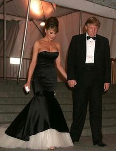 Melania Trump's Most Memorable Met Gala Dresses of All Time Donald Trump Family, Donald And Melania Trump, First Lady Melania Trump, Milania Trump Style, First Lady Of America, Malania Trump, Trump Is My President, Gala Dresses, Ivanka Trump