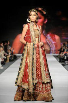 sharara  by Hina Khan