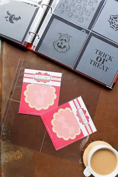 cookie tips The key to successful cookie decorating is being organized. This tutorial will show you how to organize your cookie stencils so you're ready for anything. No Bake Sugar Cookies, Iced Cookies, Cupcake Cookies, Cupcakes, Basic Cookies, Fancy Cookies, How To Make Cookies, Cameo Cookies, Paint Cookies