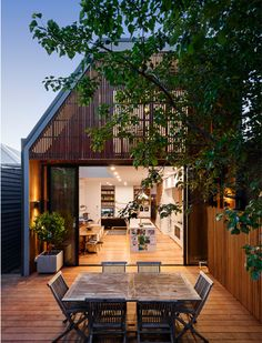 Hawthorne House developed by Alexandra Buchanan Architecture. Find all you need to know about Hawthorne House products and more from Bookmarc. Melbourne Architecture, Australian Architecture, Residential Architecture, Contemporary Architecture, Architecture Design, Biophilic Architecture, Chalet Extension, Cottage Extension, Hawthorne House