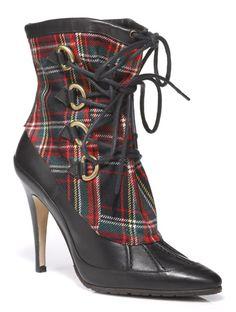 Manolo-Blahnik-fall-winter-2011-2012-shoes-collection-8.jpg 446 × 591 pixels