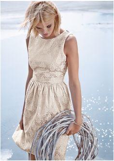 Mellow Peach Dress http://www.impressionen.ch/impressionen/de/Damen/Kleider/Abendkleider/Kleid-Jacquard-A-linie-elegant/produkt/7138075?fromSearch=true