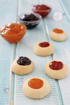 biscotti con la marmellata di #allacciateilgrembiule Cheesecake, Food And Drink, Pudding, Cookies, Desserts, Blog, Cheesecake Cake, Flan, Crack Crackers