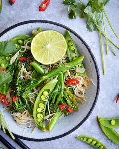 veggie #stirfry with rice noodles 👌🏻 So quick, easy, yet healthy. And the best thing is - you can make a big batch and use leftovers the next day Tania • Fit Foodie Nutter • (@fit.foodie.nutter) • Instagram photos and videos