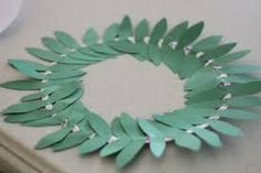 Simply and looks nice - Olympic Wreath craft activity. Preschool Art Activities, Kindergarten Art Projects, Classroom Wreath, Rome Art, Tree Costume, Olive Wreath, Crown Crafts, Wreath Crafts, How To Make Wreaths