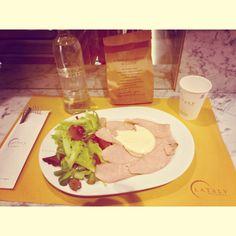 Buona Cena  #buona #cena #friends #eataly #smeraldo #vitellotonnato #insalata #milan #city #like #pinterest #instagram #tumblr #twitter #foursquare #facebook #food (presso Eataly Corso Como - Milano)