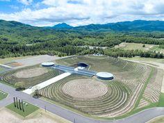僅露出半顆充滿禪意的佛頭|安藤忠雄位於日本北海道的最新靈園設計 | Foot Work︱ 走思客設計圖誌
