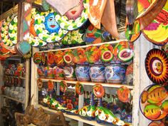 Coloridas artesanías en Acapulco. Colorful handcrafts in Acapulco