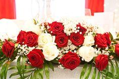 rote und weiße Rosen, Tischgesteck