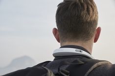 Recording true first person views, it sits around your neck. This unobtrusive hands-free device allows you to record your moments without any awkwardness or sense of displacement. Mens Gadgets, Latest Phones, Camera World, Vr Headset, Selfie Stick, Mobile Marketing, First World, Tech Accessories, Virtual Reality