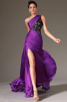 Rochie Eleganta: Model original propriu Tesatura: matase satinata Lungime rochie de la umar la tiv – 155 cm