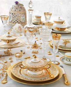 Ultimate Luxury Tableware from Thomas Goode Gold tea set? Ultimate Luxury Tableware from Thomas Goode Gold tea set? Fine Dining, Dining Table, Beautiful Table Settings, Elegant Dining, Deco Table, Dinnerware Sets, Dinner Sets, Decoration Table, Luxurious Bedrooms