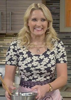 Gabi's black and white floral short sleeved dress on Young and Hungry.  Outfit Details: http://wornontv.net/51362/ #YoungandHungry