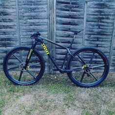 Xc Mountain Bike, Mountian Bike, Cool Bicycles, Cool Bikes, Mtb Bike, Road Bike, New Background Images, Cafe Racer Bikes, New Backgrounds