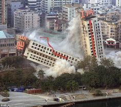 You're doing it wrong! Chinese demolition men accidentally create the ...