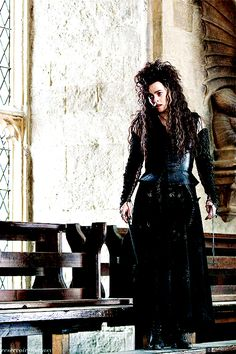 Find images and videos about harry potter, helena bonham carter and bellatrix lestrange on We Heart It - the app to get lost in what you love. Harry Potter Universal, Harry Potter Fandom, Harry Potter Characters, Harry Potter World, Helena Bonham Carter, Helena Carter, Bellatrix, Voldemort, Black Queen