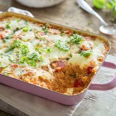 Wenn der Magen knurrt, muss es fix gehen. Das lassen sich Quinoa, Tomatensauce, Mozzarella und Basilikum nicht zwei Mal sagen und stillen deinen Hunger.
