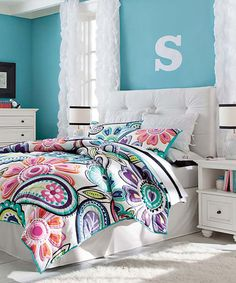 Kennedy Bloom Quilt The Kennedy bloom quilt combines gorgeous blooms and paisley accents that peps up this lofty quilt. Made of 100% cotton percale and filled with polyester batting. Twin-sized quilt fits both standard twin and twin XL dorm mattresses.