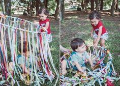Cortina Sensorial com Fitas Gross Motor Activities, Sensory Activities, Infant Activities, Activities For Kids, Sensory Bags, Baby Sensory, Sensory Play, Fun Crafts For Kids, Baby Crafts