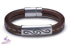 Stoere leren armband. Kijk voor meer armbanden op www.justhip.nl