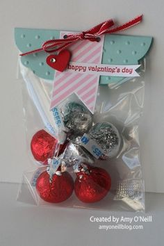 Valentine treat - I've seen these a million times but this one caught my eye.  Perhaps it's the color combo.  Would be a great party favor bag.