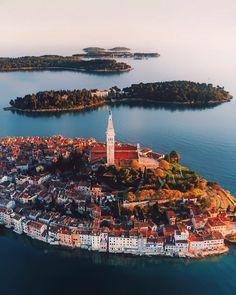 Rovinj Croatia Ровинь Хорватия : Mais fotos incríveis na bio via Croatia Tourism, Croatia Travel, Dubrovnik Croatia, Great Places, Places To See, Wonderful Places, Places To Travel, Travel Destinations, Europe Centrale