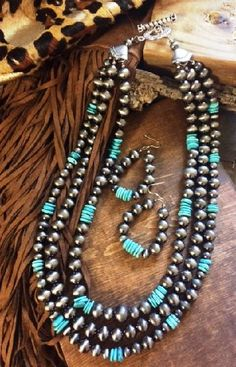 """TURQUOISE JUNKIE JEWELRY ARIZONA NAVAJO PEARL TURQUOISENECKLACE SET 3 STRANDSOF FAUX NAVAJO PEARLS WITH CHIP TURQUOISE NECKLACEIS 20"""" LONG COMES WITH MATC"""