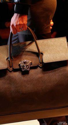 How to choose the perfect bags. Post tags: fashion fans, fashion azyya, fashion uk, fashion hijab , fashion aboard the titantic Versace, Purses And Handbags, Couture Handbags, Cheap Handbags, Mk Bags, Beautiful Bags, Beautiful Curves, Fashion Bags, Uk Fashion