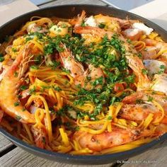 Fideua valencienne Fast Healthy Meals, Healthy Crockpot Recipes, Quick Recipes, Healthy Dinner Recipes, Cooking Recipes, Spanish Cuisine, One Pot Pasta, Recipes From Heaven, Kitchen Recipes