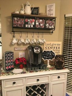 32 Affordable DIY Mini Coffee Bar Design Ideas There are over 32 stylish home coffee stations to get inspired. Some of these home coffee bar ideas are easy to do it yourself using vintage coffee kitchenware and cheap old furniture from a thrift store. Coffee Bar Station, Home Coffee Stations, Tea Station, Wine Station, Keurig Station, Beverage Stations, Coffee Bars In Kitchen, Coffee Bar Home, Coffee Wine